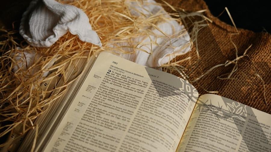 bible-1805790_960_720-min