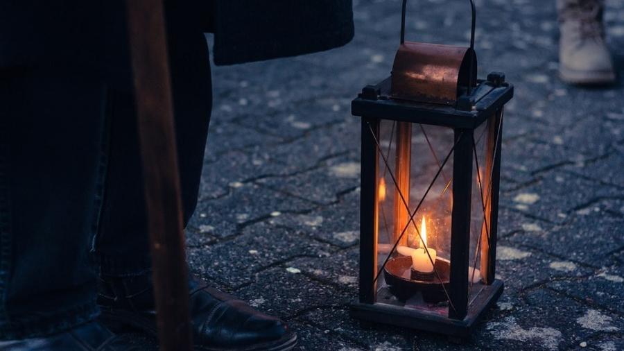 lamp-4042946_960_720-min